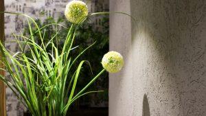 עיצוב שולחנות אירועים עם פרחי משי