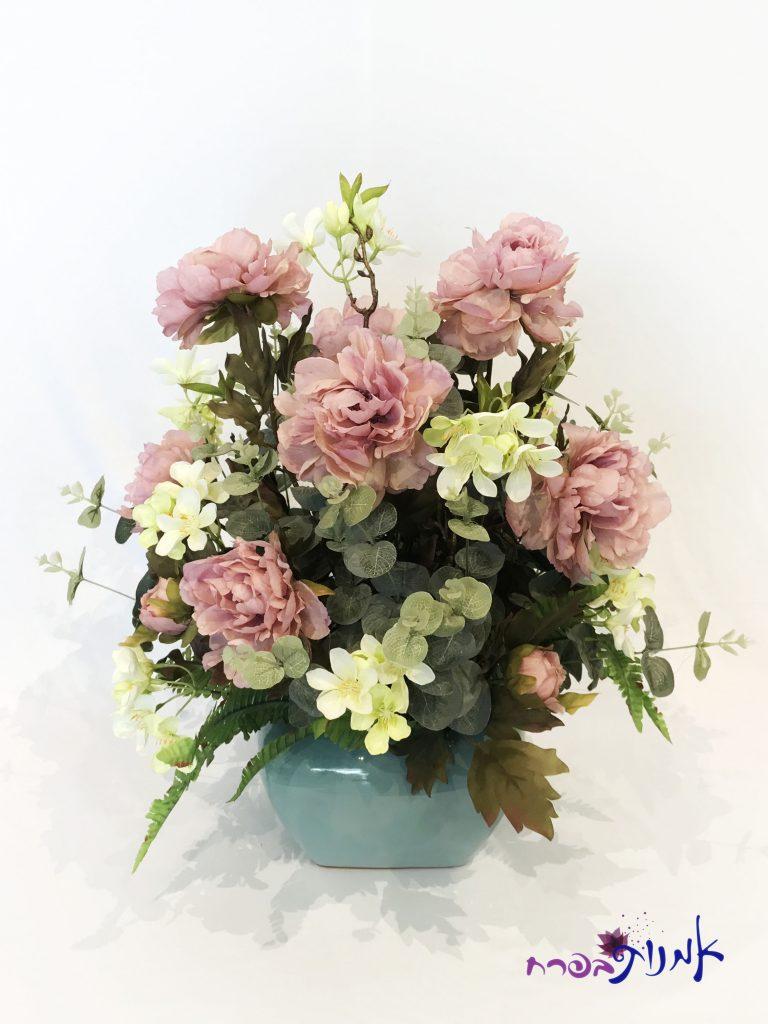 סידור פרחים בצבע ורוד פסטל