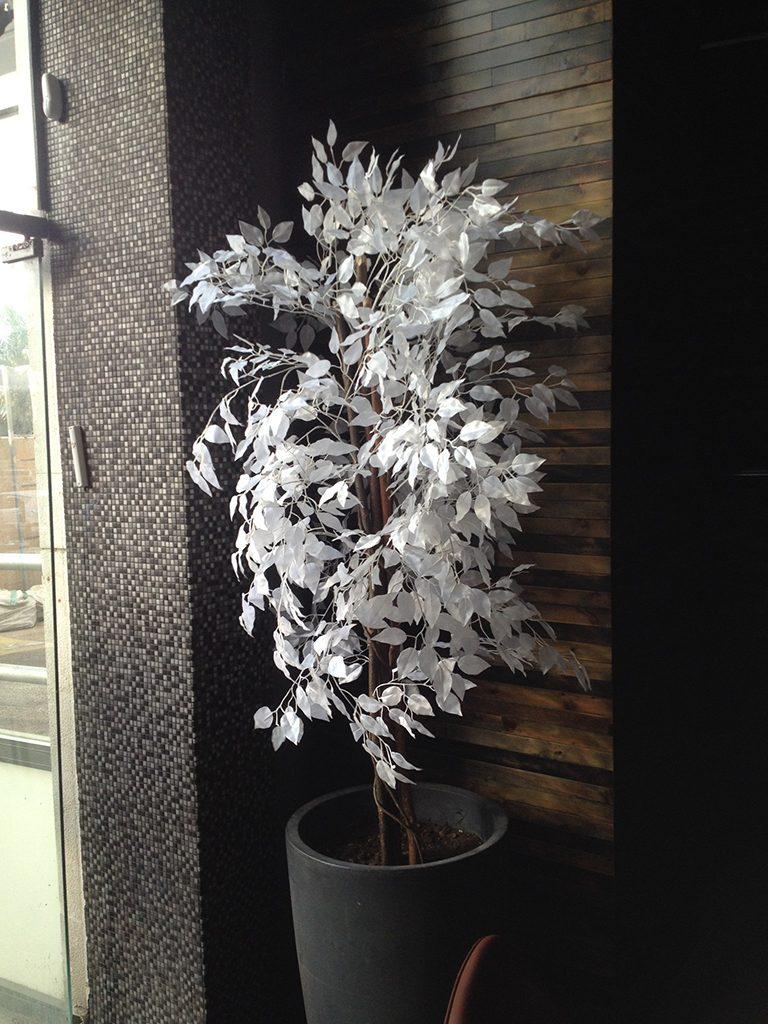 עץ מלאכותי לבן