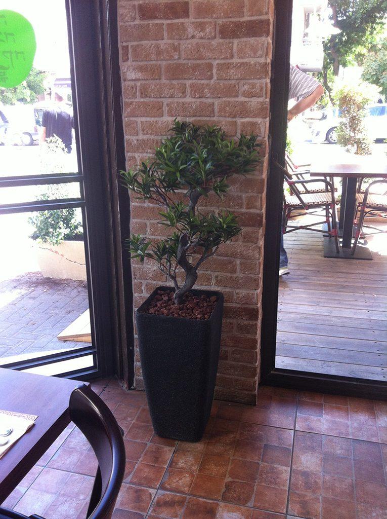 עץ מלאכותי למסעדה