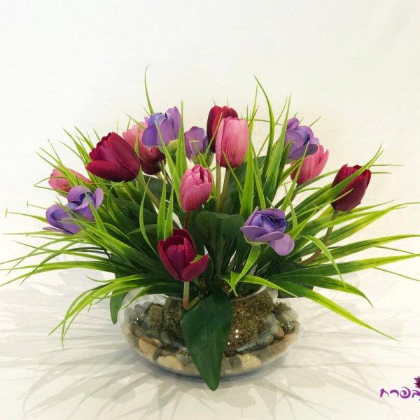 כלי זכוכית עגול עם פרחים בגווני סגול