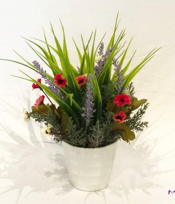 סידור פרחי משי בכלי פלסטיק לבן