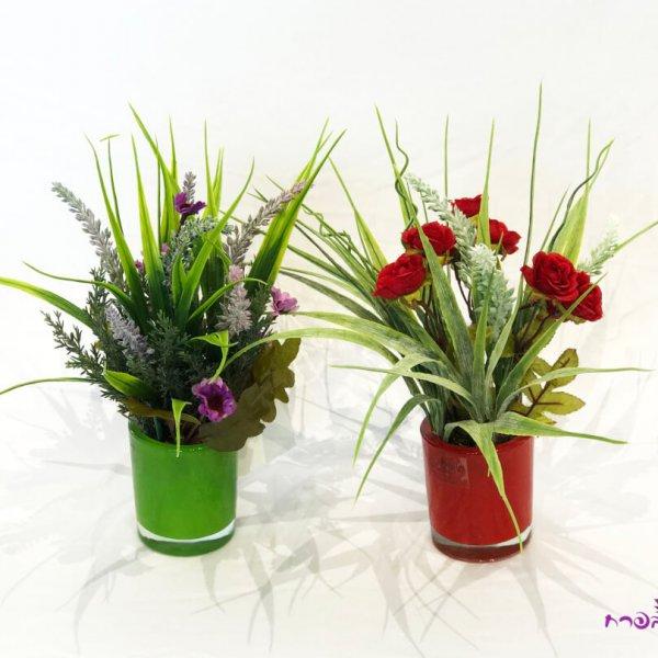 סידור ורדים קטנים/פרחי שדה בצילינדר קטן